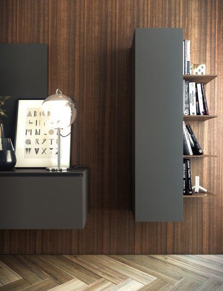 Mueble auxiliar vertical que dispone de unos estantes finos en madera de eucalipto.