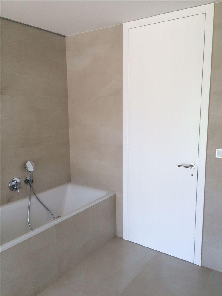 Moderná kúpeľňa v modelovom dome v projekte Hubice Dvory #rodinnedomy #byvaniepribratislave #vidieckedomy #dizajnovekupelne