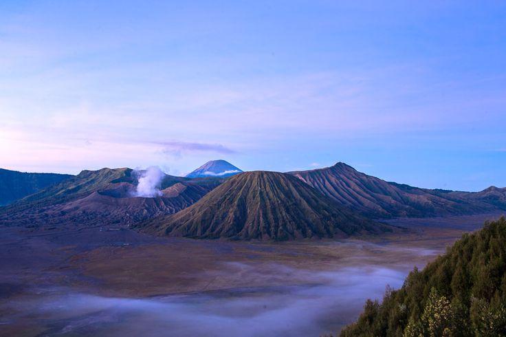 Pemandangan Gunung Bromo dilihat dari Puncak Penanjakan.