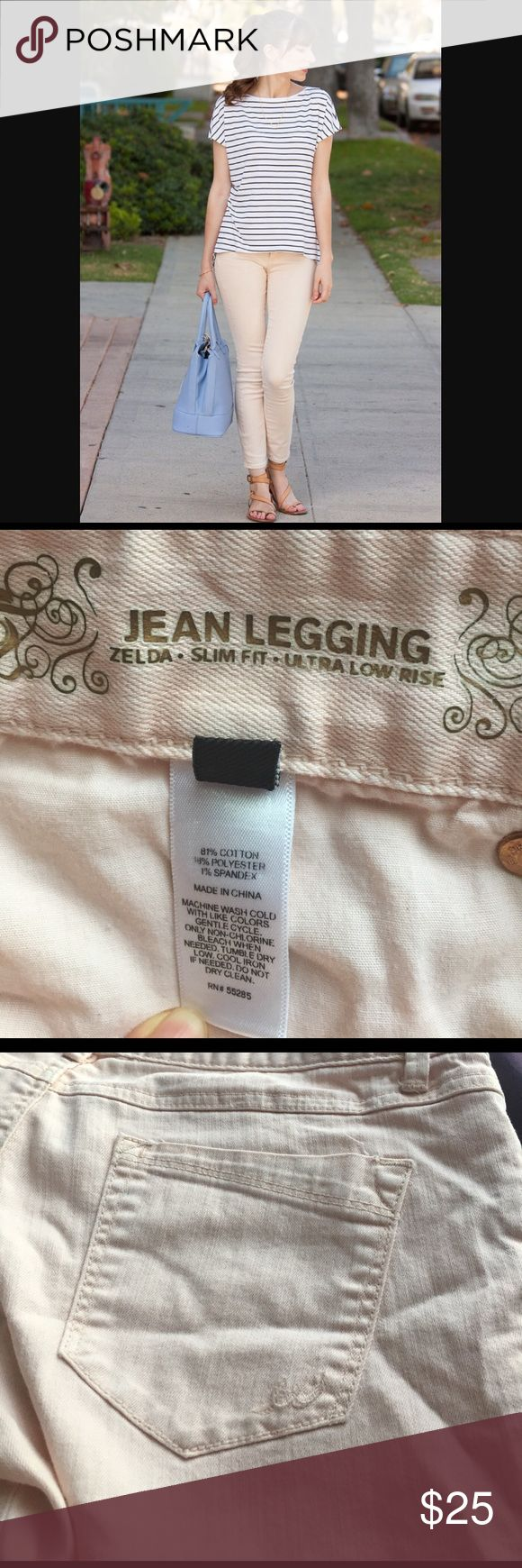 Peach jean legging Get ready for spring with these jeans from Express, light peach color, in excellent condition size 6 Express Jeans Skinny