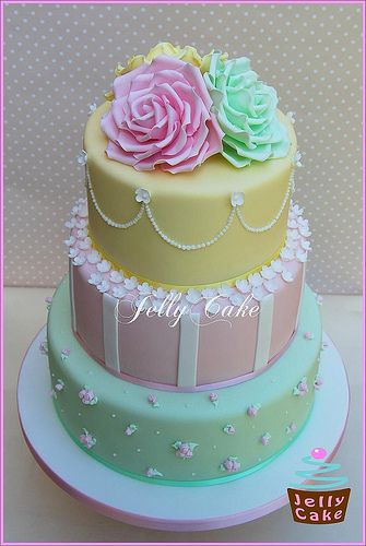 Really into pastel coloured wedding cakes at the moment