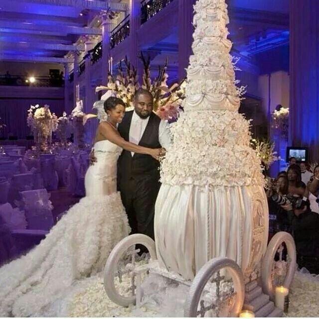 Wedding reception world's biggest cake!