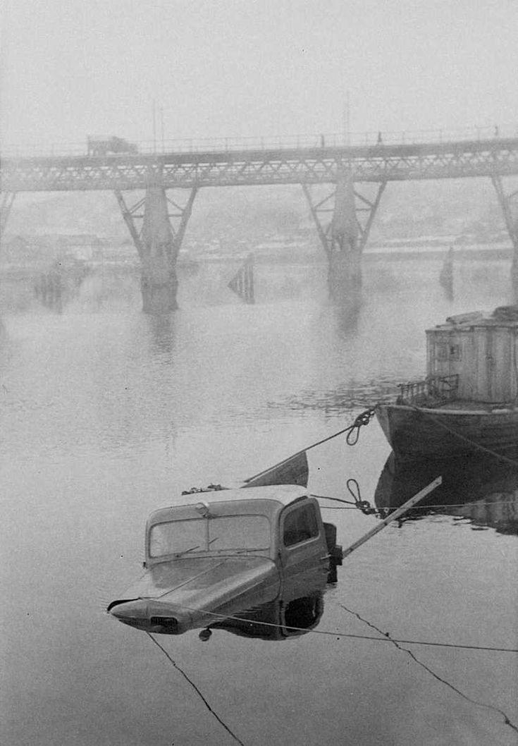 Elgesæter Fabrikker bil kjørt i elven @ DigitaltMuseum.no