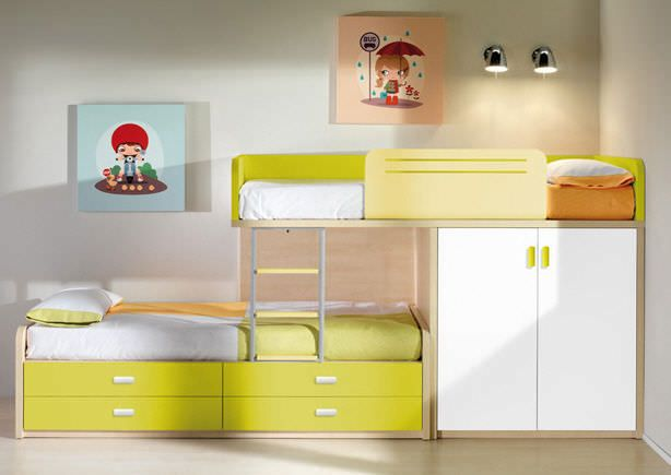 Stagger bunk with storage