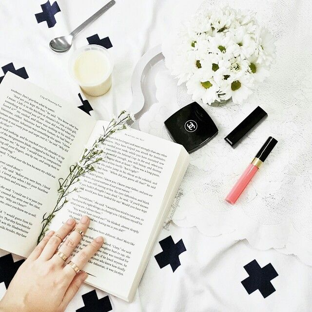 My kind of afternoon #handsinframe #scandinavian #blackandwhite #chanel #themortalinstruments #flower