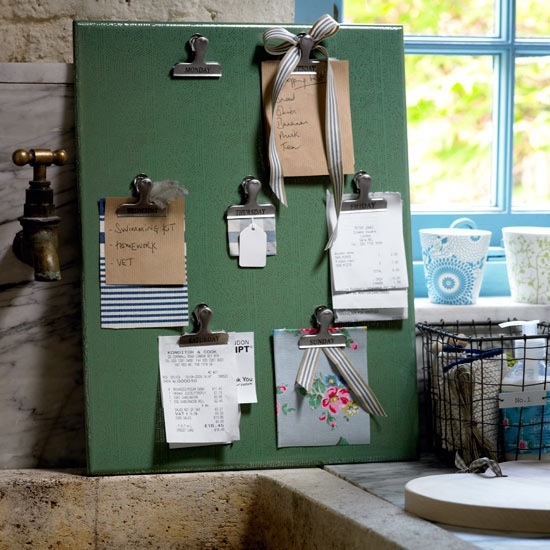 A board with clips for each day for receipts and to do lists - neat idea! My handbag needs this!