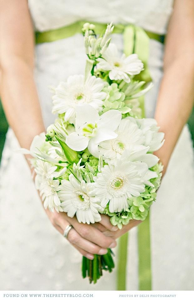 Simple but elegant wedding bouquet