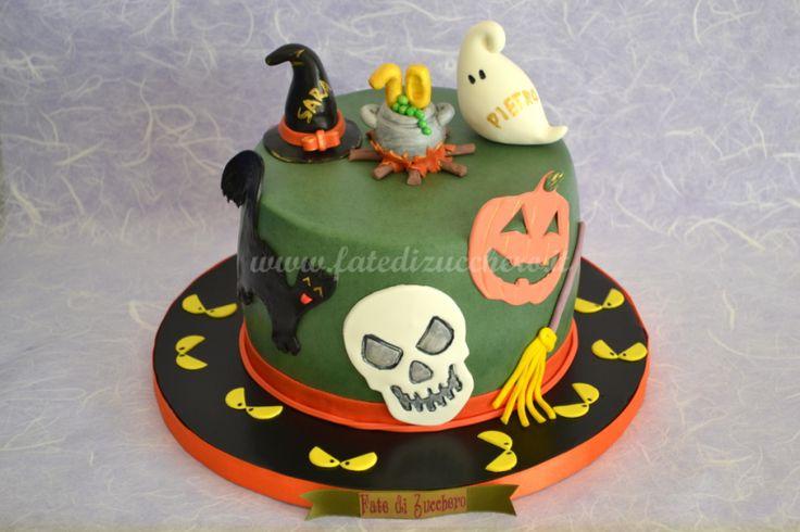 Torta Halloween: con cappello e pentolone della strega, fantasmino personalizzati e decorazioni 2d in tema, interamente modellati e dipinti a mano