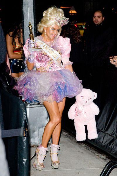 Heidi Klum unrecognizable in her monkey Halloween costume: Klum Halloween, Halloween Costumes Toddlers, Monkey Halloween, Halloween Costume Toddler, Tiaras Costumes, Pageants Costumes, Tiaras Halloween, Halloween Costumes Celebrity, Crafts Homemade Costumes