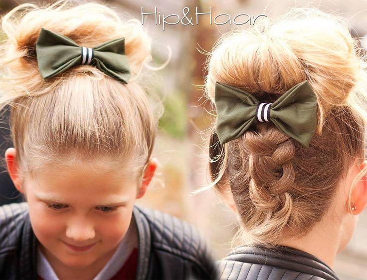 Oversized strikken blijven erg leuk bij een hoge staart of een hoge knot. De army groene kleuren zijn nu ook een echte trend en super stoer! Vanaf nu verkrijgbaar in onze webwinkel #oversizedstrik #highbun #strikken #haaraccessoires #haarstrikken #armygroen #leukbijz8 #stoer