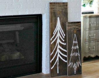 Un parfait cadeau de Noël, ces mini doux 5 signes de Noël rustique sont un bel accent à une maison décor rustique ou décorations de Noël cette année. Il y a un arbre de Noël, ornement, renne, cadeau de Noël et un flocon de neige.  Deux signes sont 4,5 pouces par 5,5 pouces et trois mesure 4,5 x 4,5 pouces. Ces signes de scène woodland sont peint et en détresse. Ceux-ci n'ont pas un moyen d'accrochage.  Nos collections de Noël complètes peuvent être trouvées ici…