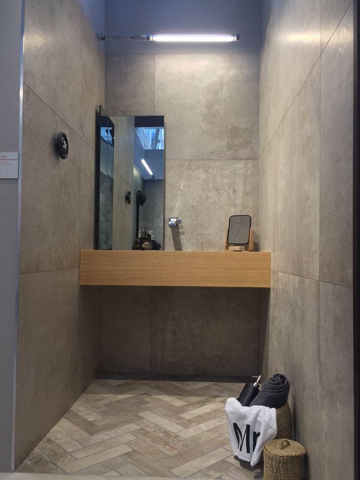 bagno realizzato in gres porcellanato effetto pietra di recupero