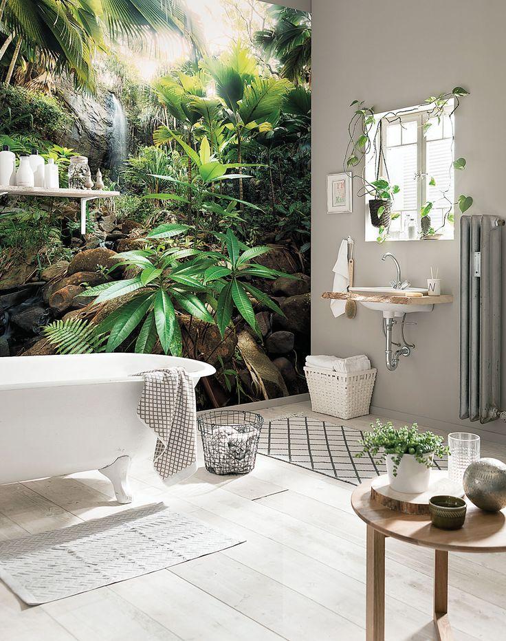 Wariacja na temat łazienki afrykańskiej: nowoczesna fototapeta stwarza wyjątkowy klimat. Fot. materiały prasowe #łazienki #mała #aranżacje #projekty #urządzanie #wnętrz #hiszpania #świat #zagraniczne #wanna #kafelki #płytki #ściany #podłogi #inspiracje #drewno #pomysły #bathroom #ideas #world #asian #bath #room #design #modern #style
