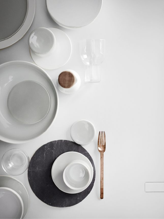 1. RESTAURANT QUALITY DINNERWARE! The New Norm Dinnerware is created using isostatic press, produced in a state-of-the-art European factory that specializes in high quality porcelain for restaurants a
