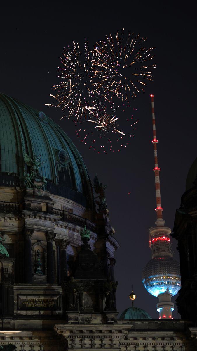 Fotografie Tipps für schöne Silvester Fotos - So gelingen Dir tolle Bilder von Feuerwerk und Co an Silvester! Jetzt entdecken auf CHRISTINA KEY - dem Fotografie, Blogger Tipps, Rezepte, Mode und DIY Blog aus Berlin, Deutschland