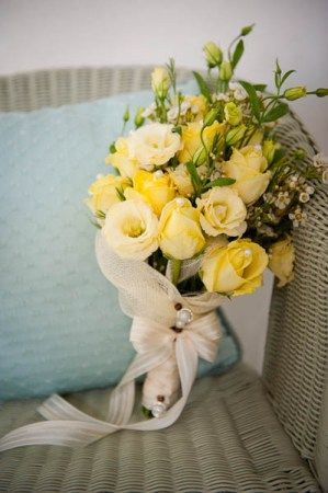 yellow bridal bouquet #lemon #wedding #flowers
