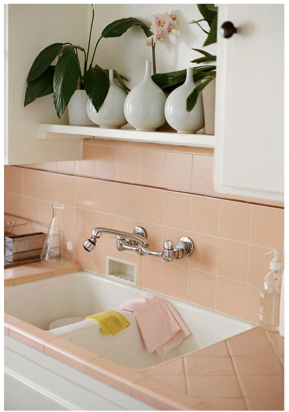 Best 25 peach bathroom ideas on pinterest bathroom rugs for Peach kitchen ideas