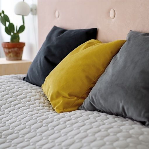 Padded bed head board – velvet - Stoff & Stil - Pattern/instruction free download - DIY headboard - Bedroom makeover inspiration