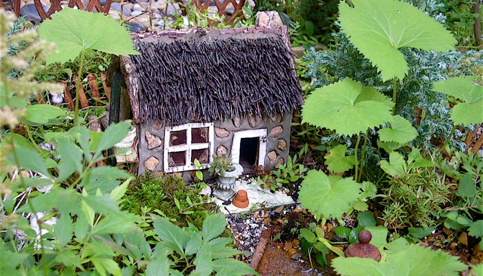 The Wee Garden: Mini Fairy Gardens, Wee Garden, Fairy Garden Houses, Fairy Gardens Kyesha, Tiny Garden, Fairy Houses, Fairyland, Faerie Gardens, Fairies Garden