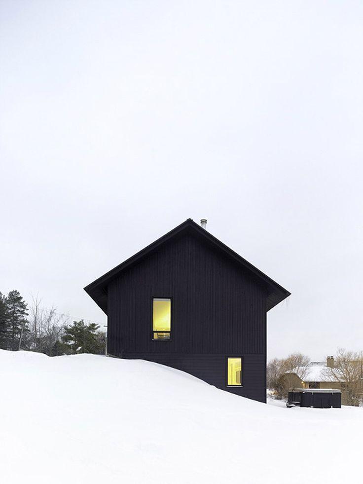 Casa minimalista con paisaje nevado, por AKB Atelier Kastelic Buffey