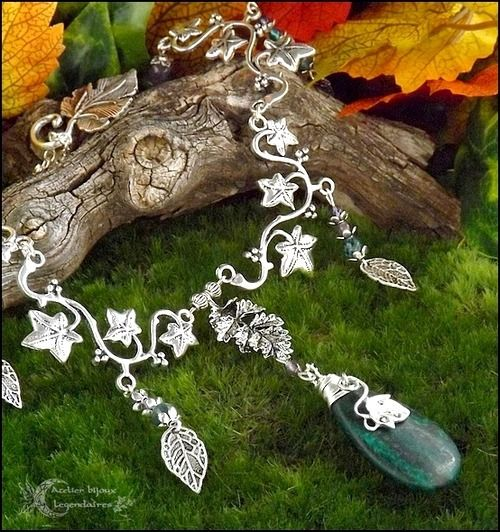 ✧Collection Méliades✧: Collier elfique, pendentif Chrysocolle, branche de lierre, Agate mousse, Améthyste,verre *Délivrance des dryades* : Collier par atelier-bijoux-legendaires