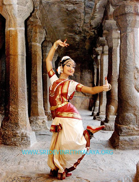 indian dance style Learn about the many different types of dance: ballet, modern, hip-hop, folk, jazz jazz is a lively dance style that relies heavily on originality and.