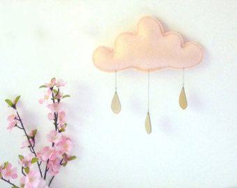 Questa è la lista per la nuvola di 1 pioggia mobile una splendida raincloud feltro mobile con 3 gocce di pioggia in pelle oro. Un temporale