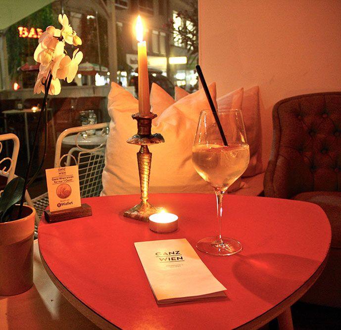 Ganz Wien Bar Tisch (c) STADTBEKANNT | Das Wiener Online Magazin | Wetter-Nohl