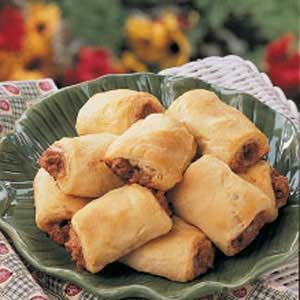 Pizza roll-ups. 5 ingredients