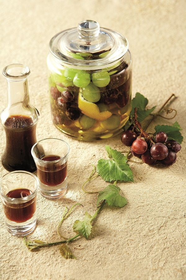 Φτιάξτε με τα διαθέσιμα σε αφθονία σταφύλια αλλά και με πετιμέζι πρωτότυπες και τόσο αγαπημένες σε άλλες εποχές συνταγές…