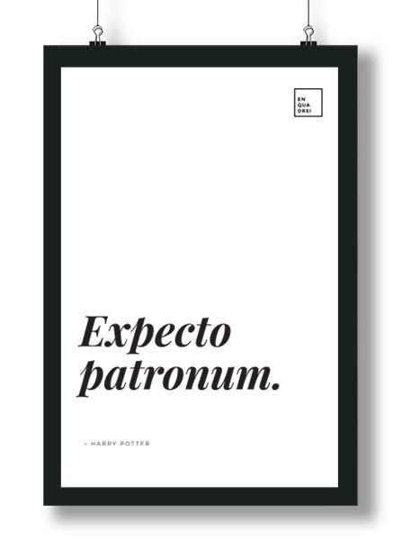 Quadrinho Poster Minimalista com Frase do filme Harry Potter – Expecto Patronum. Conjure seu patrono aqui no Enquadrei a partir de R$ 50,00.