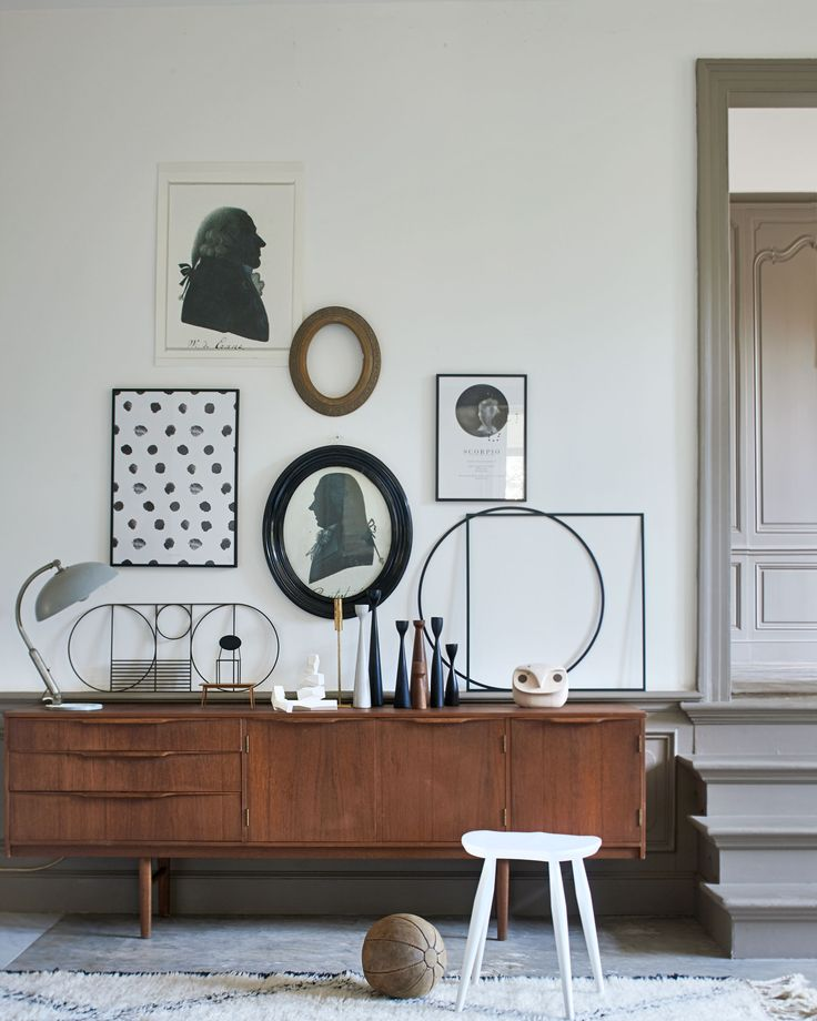 Houten dressoir | Wooden dressoir | Muurkunst | Wall art | Bron: vtwonen 4-2016 | Fotografie Jeroen van der Spek | Styling Cleo Scheulderman