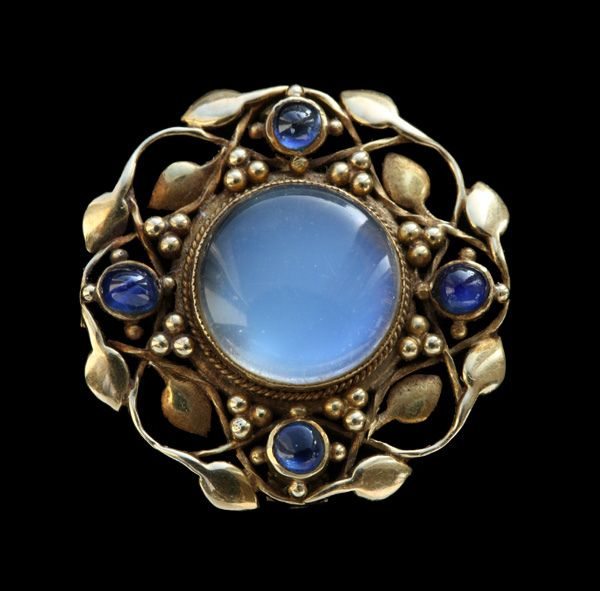 LIBERTY & CO - Arts & Crafts Brooch. Gold, Sapphire, and Moonstone. Marks: WHH & 15ct. British, c.1900 (Ref: 7614)