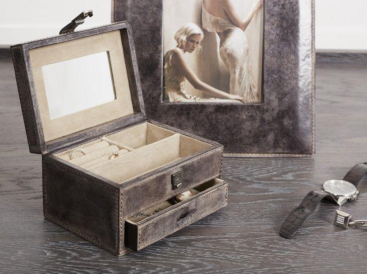 Leather Jewellery Box Open #MerryBrissmas