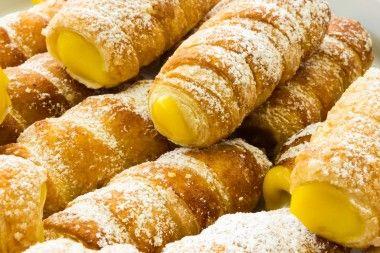 Receita de Creme de Ovos. Esta receita de creme de ovos serve para rechear bolos, crepes, tortas, sonhos e também pode ser servido em taças individuais com canela ou amêndoas torradas.