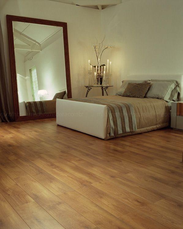 Adora o charme do piso de madeira, mas não quer se preocupar com manutenção? Então, deixe o piso laminado entrar na sua casa!