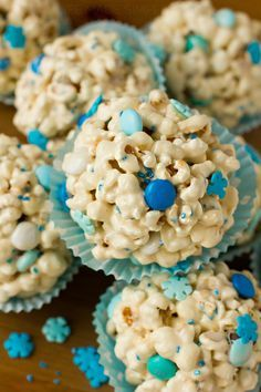 Popcorn Snowballs - absolutely perfect for a Frozen party!