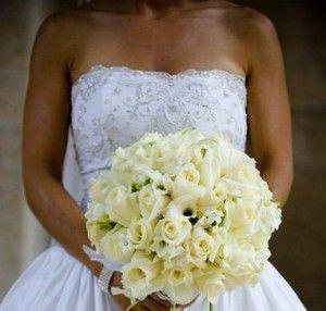 Bouquet de mariée blanc rond de roses par Mariangela - o.k. U X