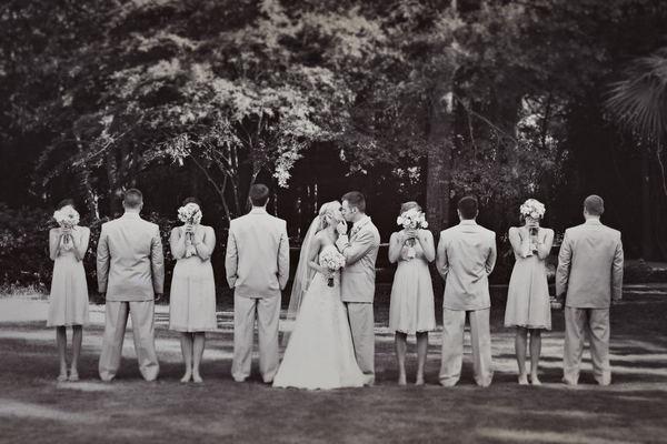 I love this idea for a photo.Photos Ideas, Brides Grooms, Bridesmaid Photos Funny, Fun Brides And Grooms Photos, Wedding Poses, Wedding Photos, Bridal Parties, Fun Bridesmaid Photos, The Brides