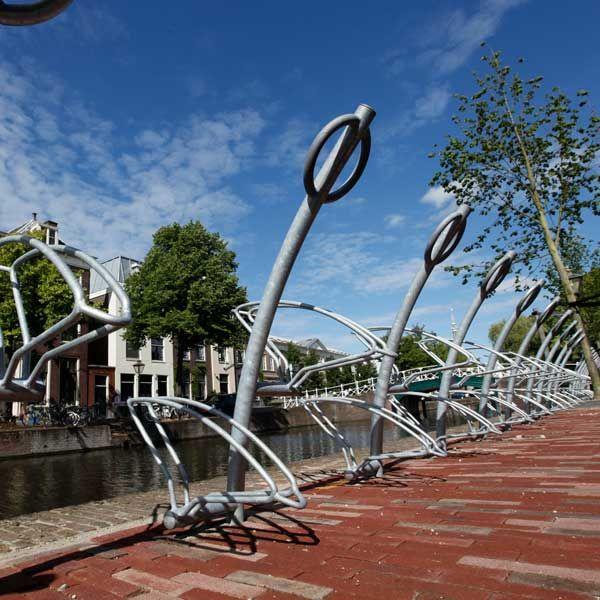 Fietsstandaard Triangel-10, geplaatst in Leiden.