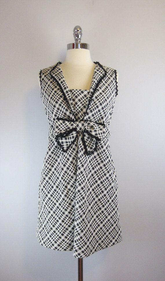 Mod vintage 60s black & white empire-waist maternity dress. Mine.