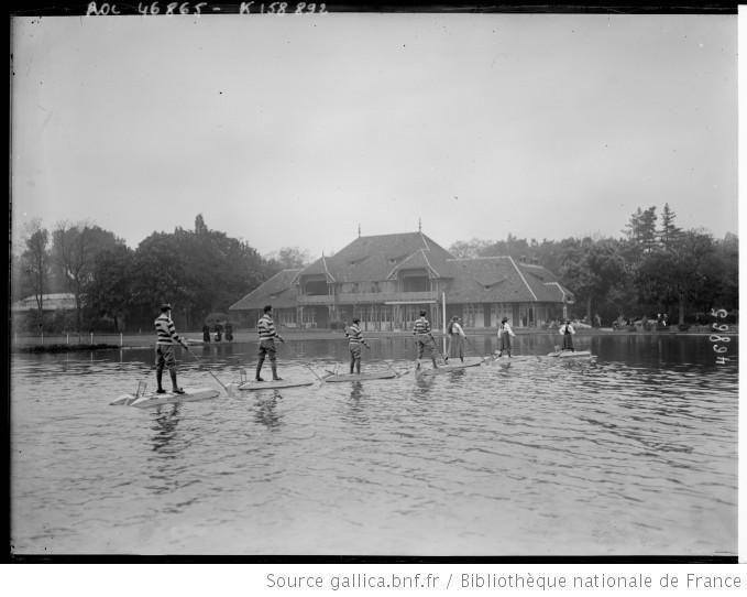 [Skis nautiques, lac du tir aux pigeons, Bois de Boulogne, Paris] : [photographie de presse] / [Agence Rol] - 1