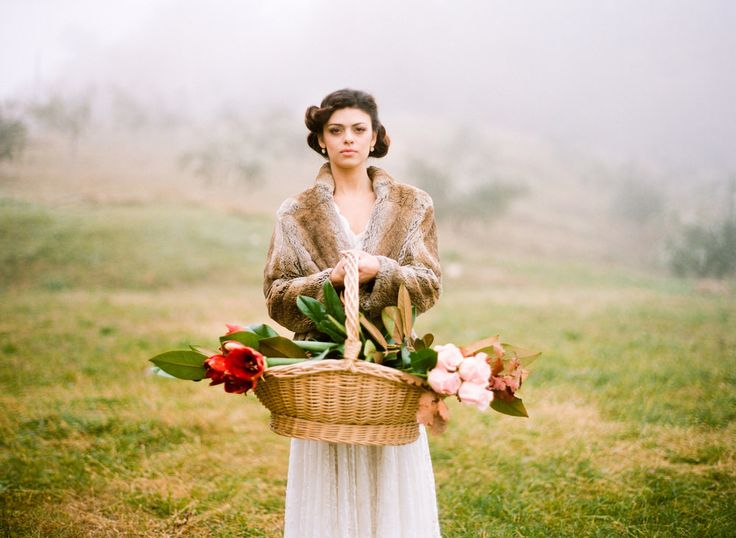 1930s vintage glamour bride with fur stole and woven basket of flowers - Image by Cinzia Bruschini Photography - Bohemian Meets Country Chic Bridal Inspiration Shoot Styled By Wedding Le Marche