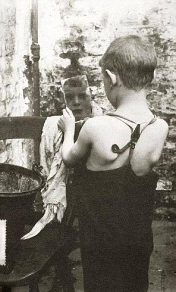U.K. Child in London's East End, c. 1912 // photo by Horace Warner