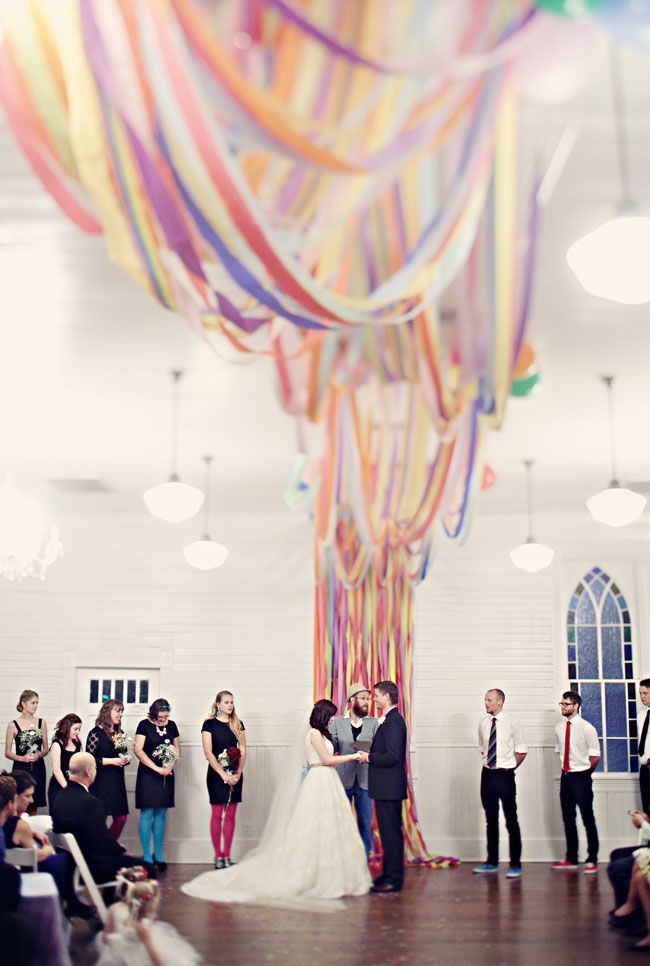 ドレスに虹を掛けましょう*ふわふわチュールが可愛いレインボードレスにきゅん♡にて紹介している画像