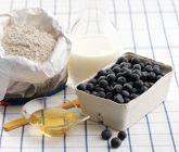 Ett annorlunda och gott recept på gröt med blåbär att prova på istället för klassisk havregrynsgröt. Du gör blåbärsgröten av blåbär, honung, rågmjöl eller grahamsmjöl. Nyttigt och utsökt att servera till frukost.