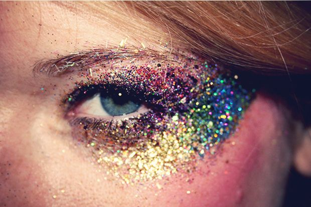 Glitzer eyes (the fey crazy drug addicted cant get rid of sparkle?)
