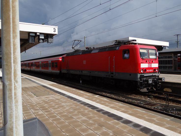 E-Lok 143 625-2 der DB mit S-Bahn Nürnberg am 20.09.2014 im Hauptbahnhof.