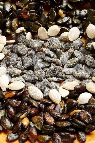 Соленые жареные тыквенные семечки с тимьяном