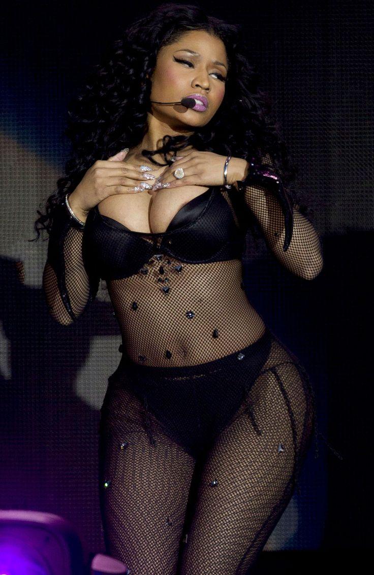 Nicki minaj rogers arena vancouver 2015 nipple slip